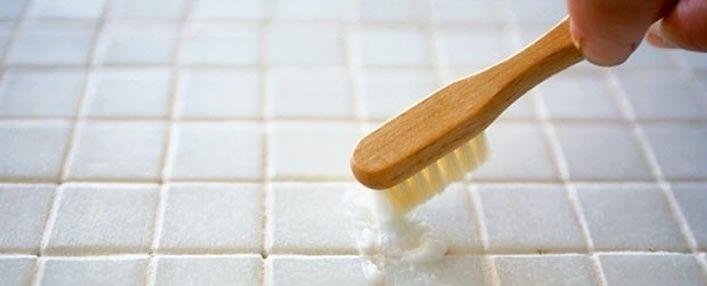 Come pulire le piastrelle del bagno acquablu arredamento - Come pulire le fughe del bagno ...
